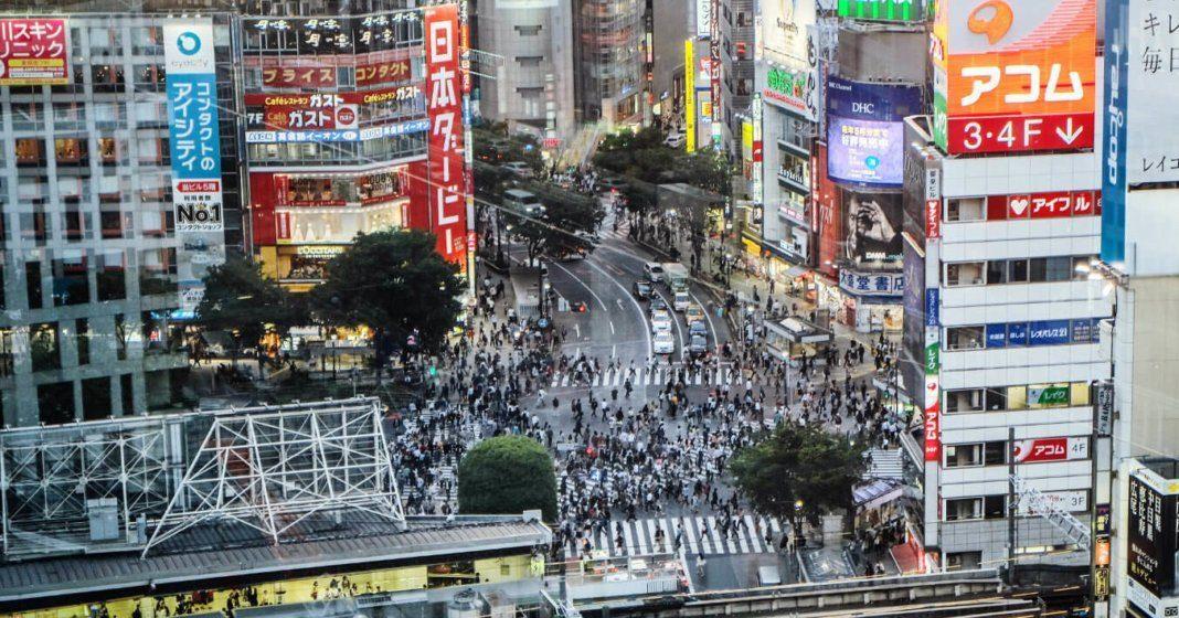 Riesige Kreuzung im Herzen von Tokyo